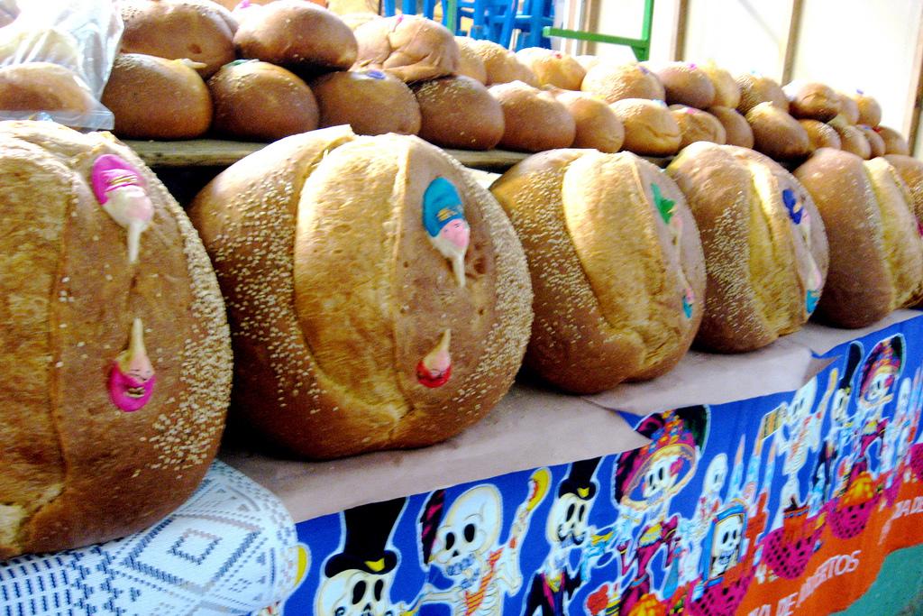 Pan de muerto, despeinadas, bread of the dead, mexican tradition, dia de los muertos, world vegan day, 01 November